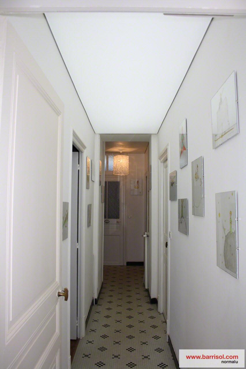 couloir le plafond tendu barrisol dans votre couloir. Black Bedroom Furniture Sets. Home Design Ideas