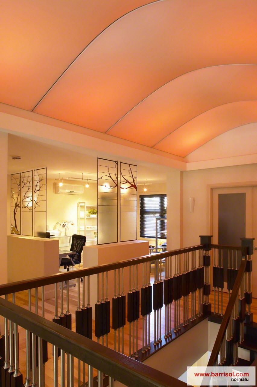 Couloir le plafond tendu barrisol dans votre couloir for Idees pour la maison 11 photos de plafond tendu dans votre piscine