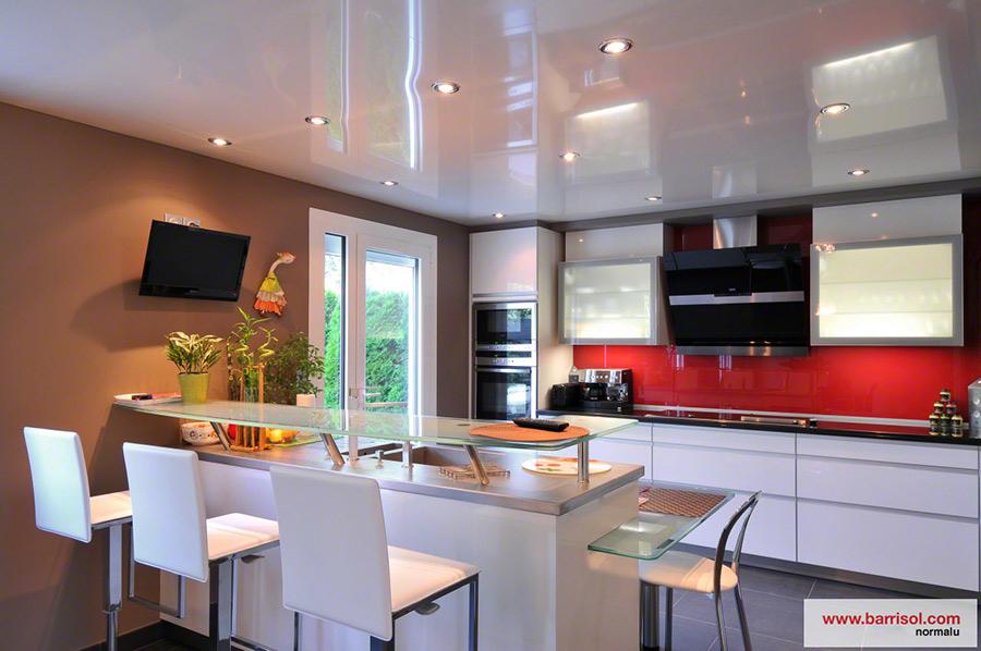 Cuisine le plafond tendu barrisol dans votre cuisine for Plafond de cuisine
