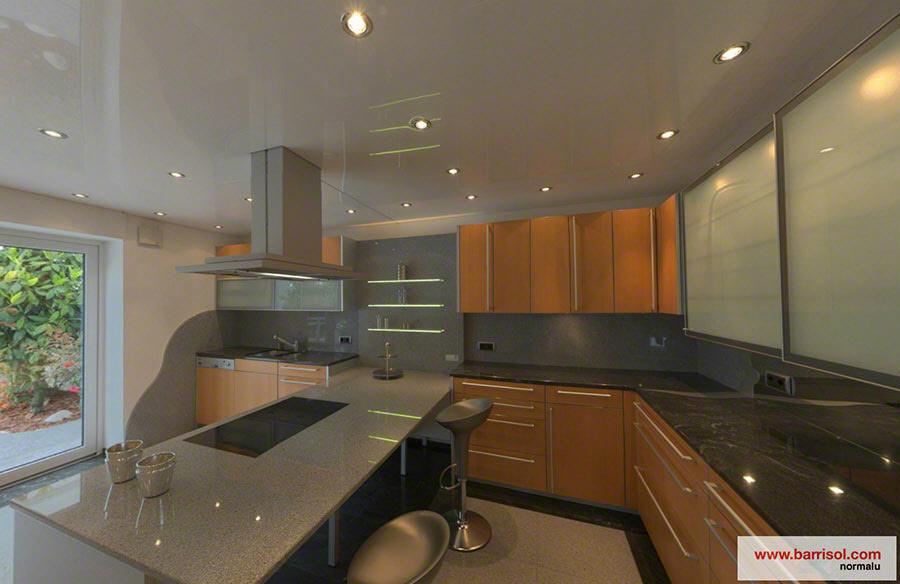 Inbouwspots Keuken Plafond : Cuisine : Le plafond tendu Barrisol dans votre cuisine