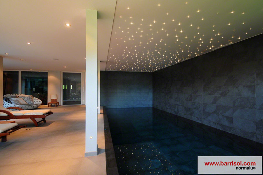 piscine le plafond tendu barrisol dans votre piscine. Black Bedroom Furniture Sets. Home Design Ideas