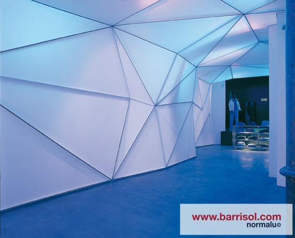Eclairage intu00e9gru00e9 au plafond tendu : spots, LEDs, fibre optiques